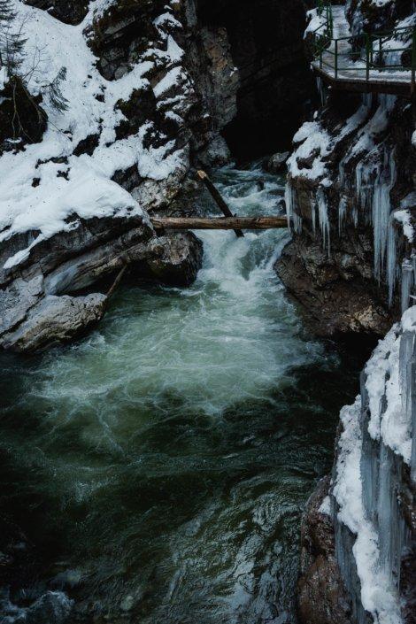 Schimmernde grüne Fluten der Breitachklamm